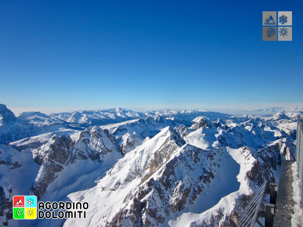 Panorama sulle Dolomiti da Punta Rocca sulla Marmolada