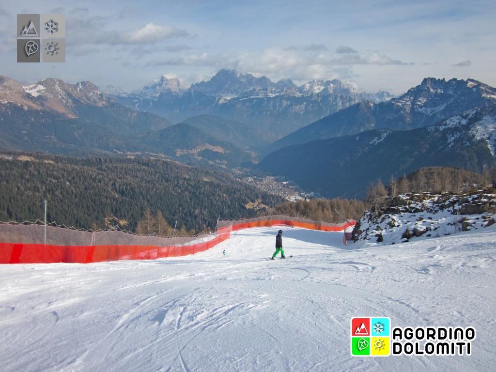 La pista di rientro a Falcade con panorama sulla Val Biois, Civetta e Pelmo