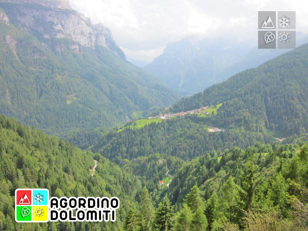 Panorama su San Tomaso Agordino, Pelsa e Pale di San Lucano dalla postazione panoramica di Vardadu