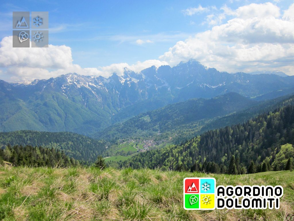 Panorama su Gosaldo e Croda Granda dal Col di Luna