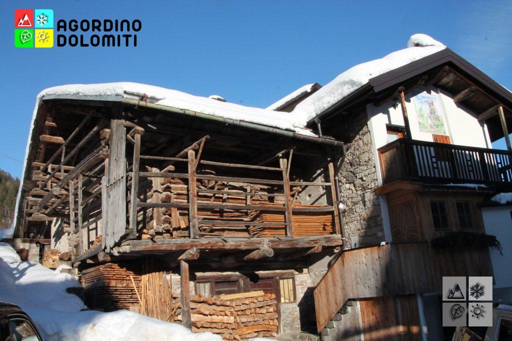 Abitazione con tabià annesso nella frazione di Villotta (Falcade)