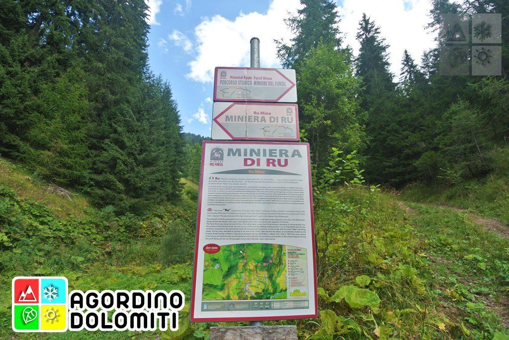 Pannelli e segnavia del Sentiero Storico Miniere del Fursil