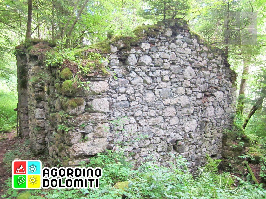 Dettaglio degli antichi forni fusori di macatoch dove il cinabro era lavorato