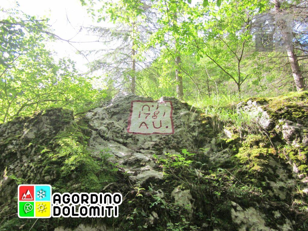 Il vecchio confine tra Austria ed Italia nei pressi delle Miniere di Vallalta in Val del Mis