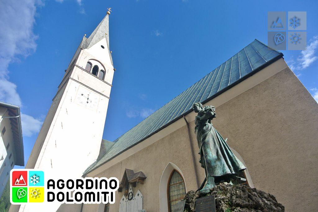 Statua di Katharina Lanz e campanile di San Giacomo a Pieve