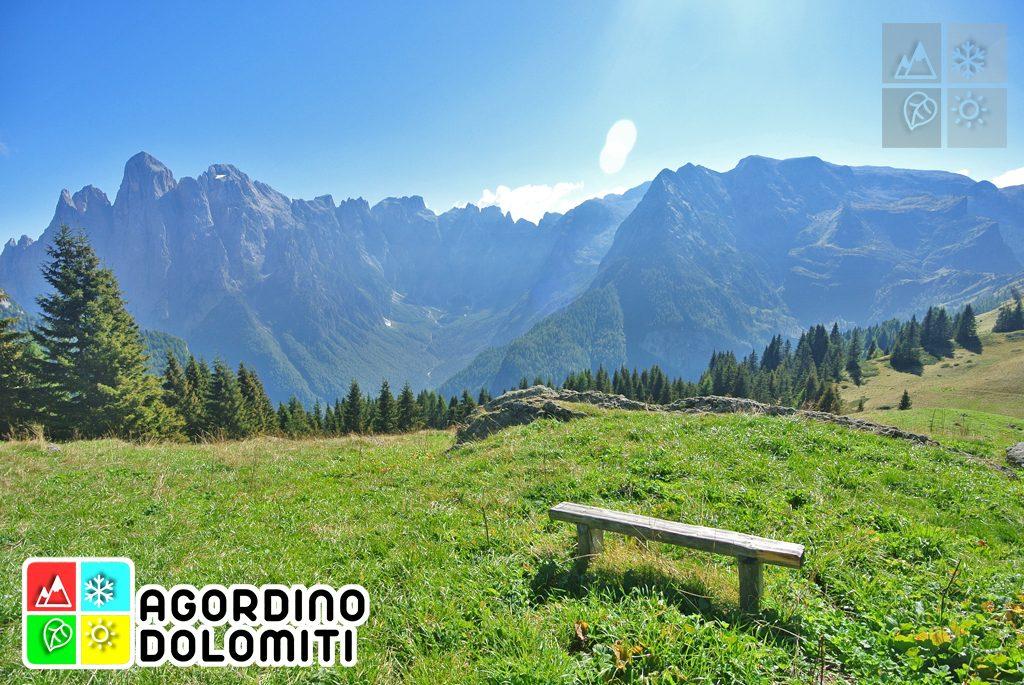 Panorama su Val d'Angheraz e Pale di San Martino dai Doff