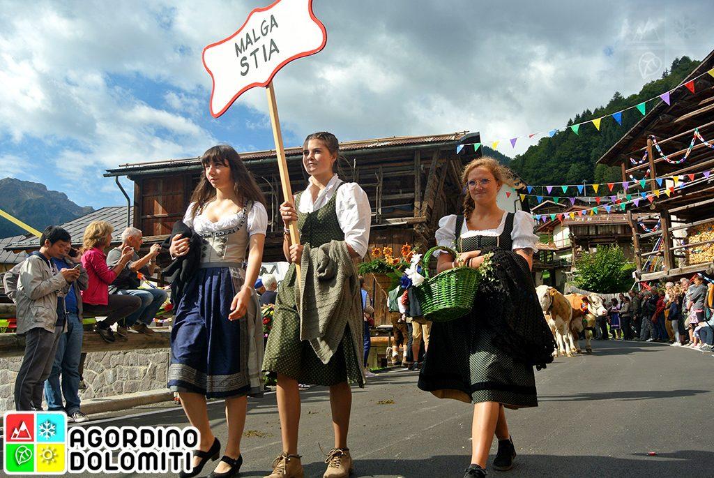 Se Desmonteghea Festa della Transumanza a Falcade in Val Biois
